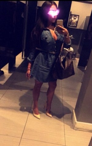 Mavie escort girl